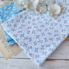 Ткань бантики голубые на белом фоне